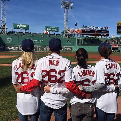 U.S. elites (Shalane, Meb, Desi & Amy) throwing out first pitch at Fenway