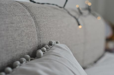 Greyscale ; the bedroom details.