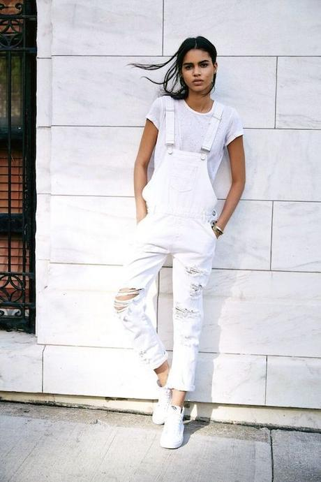 8 Stylish Ways To Wear White Sneakers For Summer