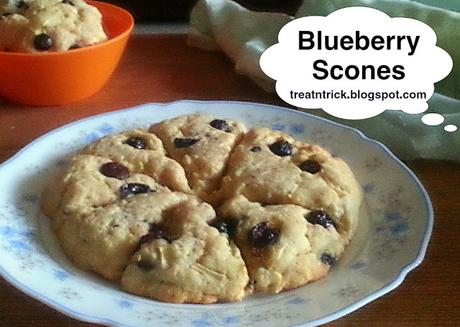 Blueberry Scones Recipe @ treatntrick.blogspot.com