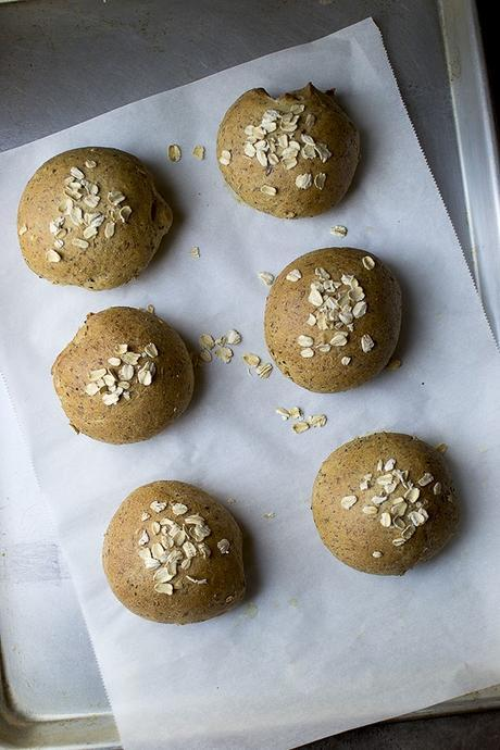 Wholegrain Dinner rolls with Oats, Flax and Wheat