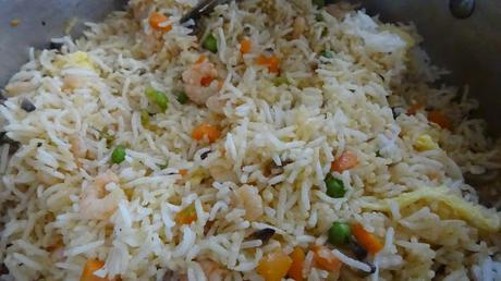 prawn-stir-fried-rice-easy-quick-recipe-one-pot-meal-healthy-peas-prawn-mushrooms-spring-onions-