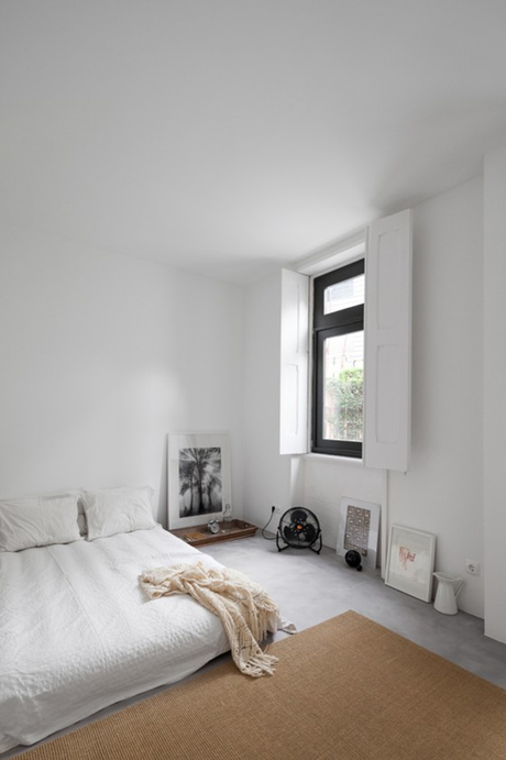 Minimalistic bedroom with bed on floor. Design by URBAstudios