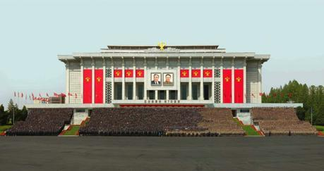 Commemorative photograph of Kim Jong Un, members of the WPK leadership and participants in the 7th Party Congress, outside the April 25 House of Culture in Pyongyang (Photo: Rodong Sinmun).
