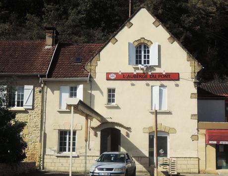 Sugerente albergue del Puente, valle del Vézièr