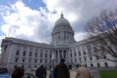 MADISON, WISCONSIN: The State Capitol and Monona Terrace