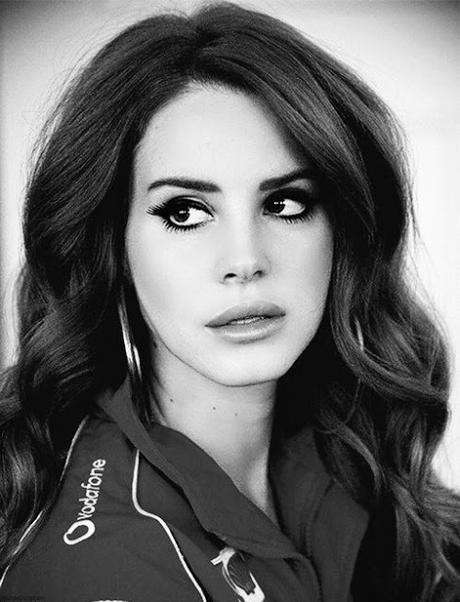 Lana Del Rey Hairstyles and Make Up