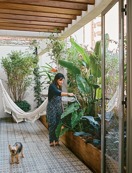 São Paulo apartment with garden terrace and hammock