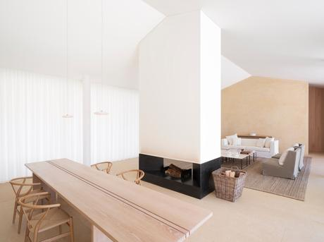 A home designed by John Pawson in the private residential estate of Les Parcs de Saint Tropez.