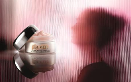 La Mer Perfecting Treatment sihuoette and product