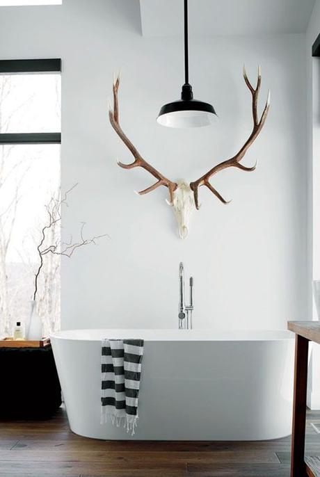 pinned by barefootstyling.com  freestanding tub + antlers: