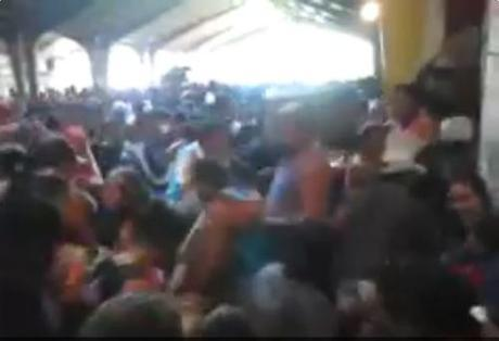Desperation in Venezuela: 5,000 Venezuelans loot supermarket