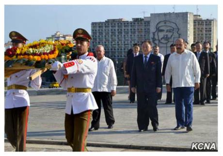 Kim Yong Chol accompanied by CPC International Relations Department Director José Ramón Balaguer Cabrera pays tribute at the Mari monument in Havana on May 23, 2016 (Photo: KCNA).