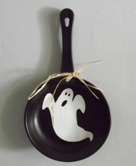 Frying Pan / Skillet Transformed Into Halloween Crafts