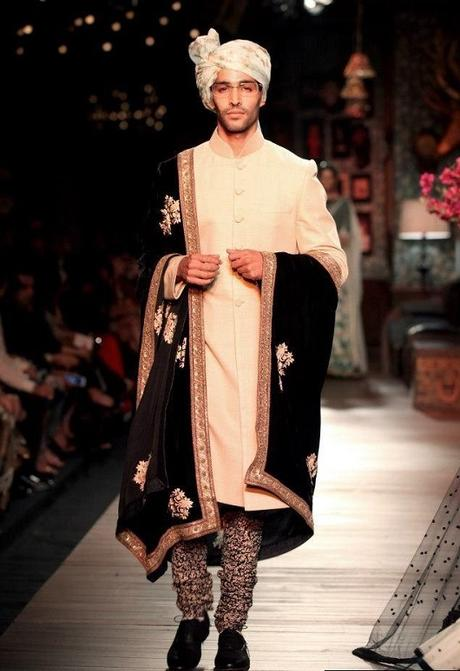 9 Types of Traditional Outfits for Indian Grooms from Fashion Weeks