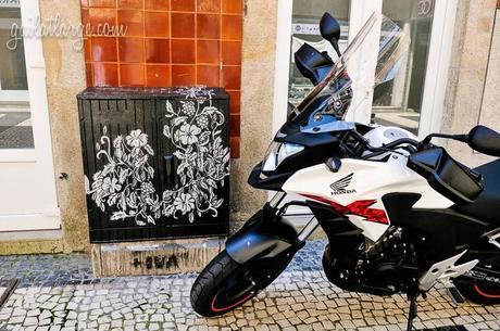 electrical box street art on Rua de Cedofeita, Porto, by Hélia Aluai