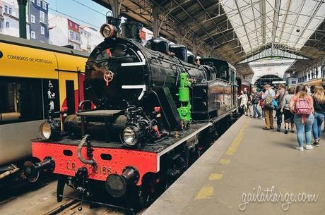 Douro Valley historic train @ São Bento, Porto