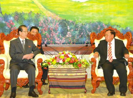 WPK Vice Chairman, WPK Political Bureau Member and SPA Chairman Choe Tae Bok meets with LPRP Secretary General Bounnhang Vorachith in Vientiane on the afternoon of June 7, 2016 (Photo: Pathetlao Daily/KPL).