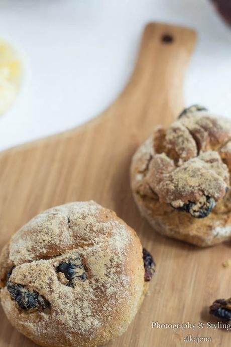 Irish Soda Bread Buns with Cranberries and Fennel Seeds ...