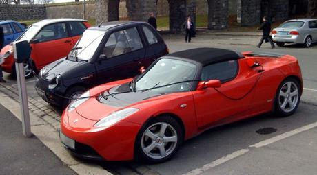 English: A Tesla Roadster, Reva i and Ford Th!...