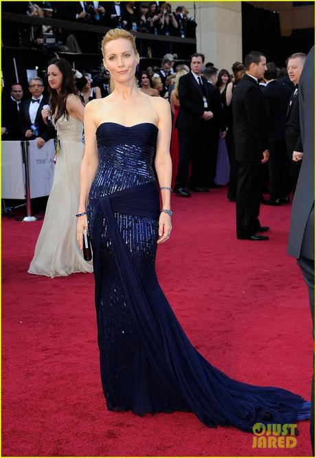 Leslie Mann, Oscars, 2102, red carpet, roberto cavalli, lorraine schwartz, sapphires, judd apatow