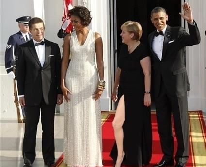 Angelina Jolie's Oscars 2012 pose catapults right leg to internet fame