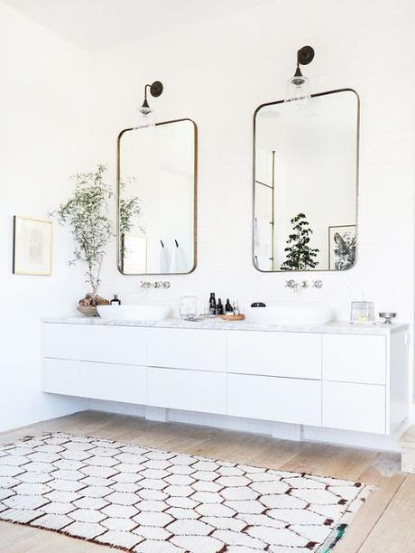 Vintage Accents in Modern Bathrooms: How a Touch of Timelessness Will Enhance Your Modern Aesthetic