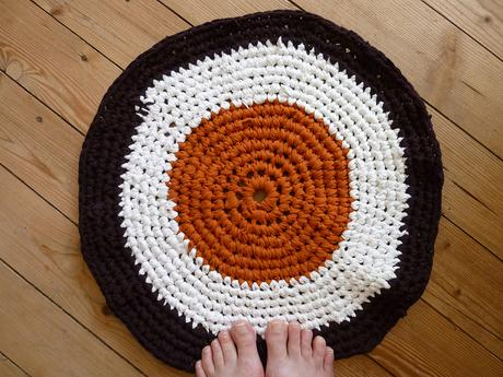 recycling-three-old-t-shirts-rugs