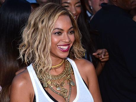 Beyonce Short Wavy Bob Hairstyle