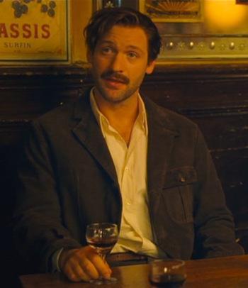 Corey Stoll as Ernest Hemingway in Midnight in Paris (2011).
