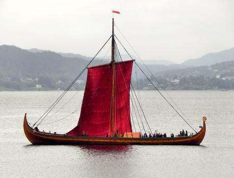 viking ship is sailing to chicago