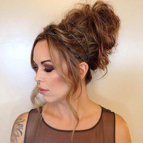 Peachy Easy Cute And Messy Bun Hairstyles For Long Hair Paperblog Short Hairstyles Gunalazisus