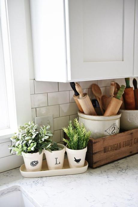Farmhouse style kitchen decor - A great blog for farmhouse style home decor inspiration!: