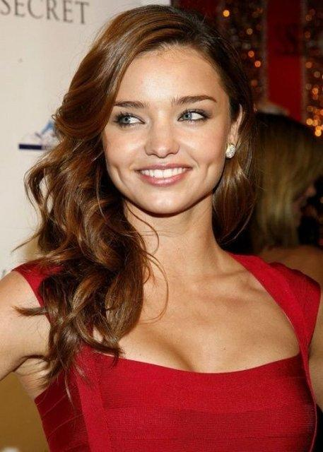 Miranda Kerr Side Swept Waves Hairstyle