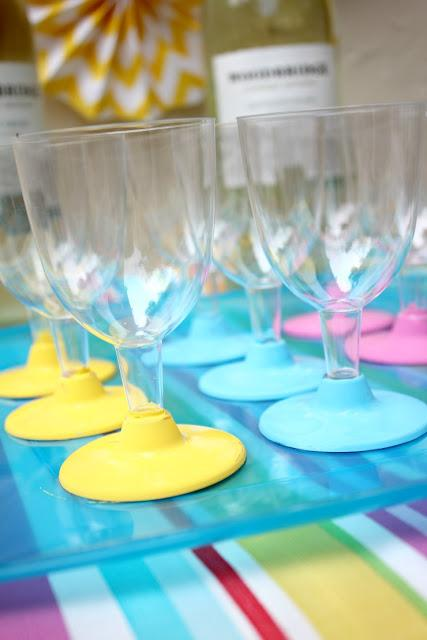 Msg for 21+:DIY dip-dye plastic wine glasses add a touch of fun to your next block party! #VinoBlockParty #ad