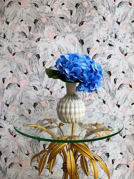 This flamingo design wallpaper by 17 Patterns is just divine isn't it?!