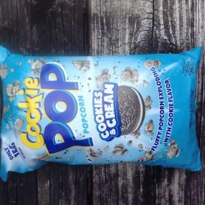 Cookie Pop Popcorn Cookies & Cream