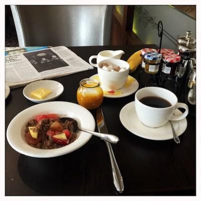 HOLYROOD_MACDONALD_HOTEL_BREAKFAST TABLE