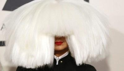 Australian singer Sia arrives at the 57th annual Grammy Awards in Los Angeles, California February 8, 2015.   REUTERS/Mario Anzuoni (UNITED STATES  - Tags: ENTERTAINMENT)  (GRAMMYS-ARRIVALS)