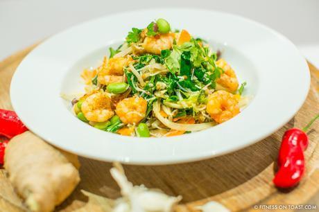 fitness-on-toast-faya-blog-girl-healthy-eating-diet-cooking-coconut-oil-pura-blend-lighter-diet-health-prawn-crunchy-asian-dinner-dish-idea-4