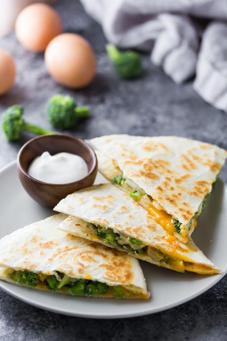 Broccoli Cheddar Breakfast Quesadillas- a tasty, freezer-friendly breakfast meal prep recipe!