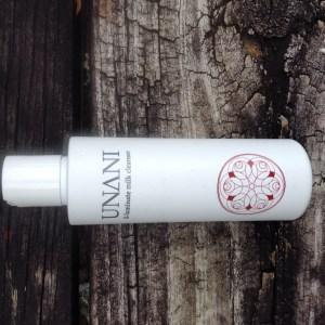 UNANI Il-lluminate Milk Cleanser