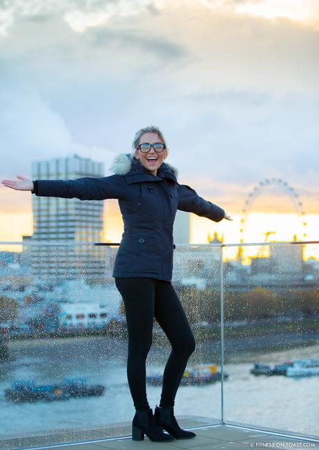 fitness-on-toast-faya-blog-book-girl-fit-in-3-little-brown-behind-the-scenes-bts-london-capital-thames-skyline-view-panoramic-17