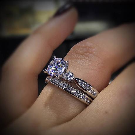 Unique No Halo Engagement Ring Options Paperblog