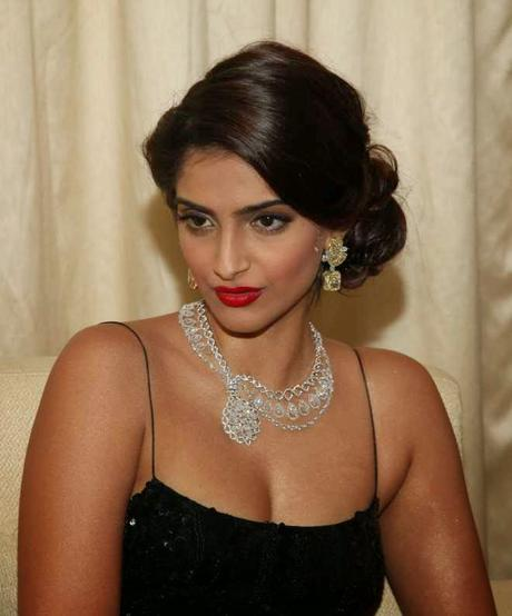Best Sonam Kapoor Bun Hairstyles For Indian Wedding And