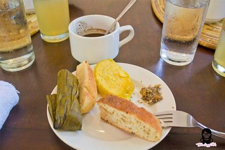 My plate full of goodies at the Farmhouse in Aloguinsan Cebu | Blushing Geek