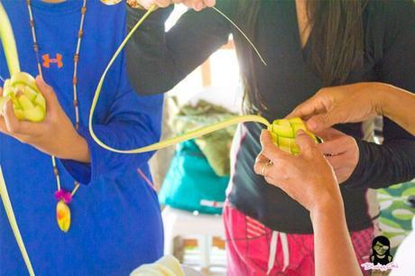 Hands-on puso making tutorial at Bojo River in Aloguinsan Cebu | Blushing Geek