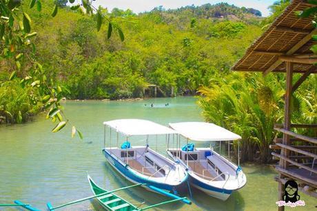 Mirrored-floor bangka at Bojo River in Aloguinsan Cebu | Blushing Geek