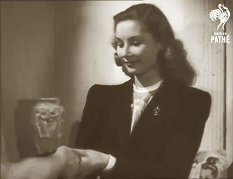 Dorothy-Gray-Make-Up-Routine--in-1947