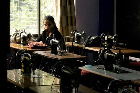 Nepal_design_school_girl_in_the_sewing_room_img_1286